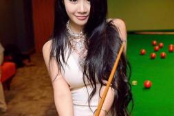 清纯妹子性感丝袜比基尼美女-来打台球吧