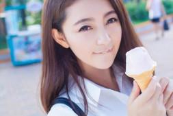 清纯妹子性感丝袜比基尼美女-冰淇淋看起来好好吃哦